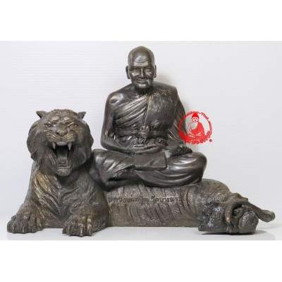 LP Pern Seating Tiger 5 Inches Lap Statue, Wat BangPhra (B.E 2553)